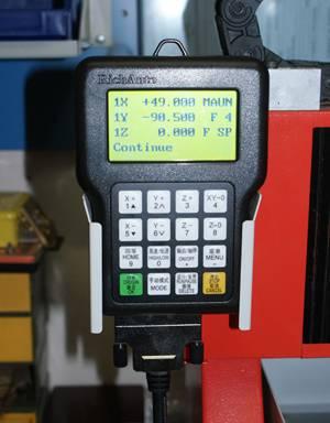 """Удобная панель управления позволяет быстро позиционировать станок и менять настройки, устанавливать """"нулевую"""" точку и пр."""