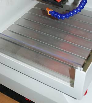 Закрепление заготовки на столе фрезерного станка струбцинами